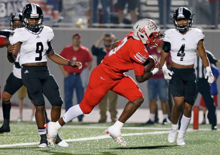 Judson's Sincere McCormick scores a touchdown between Steele's Noel Rodriguez (left) and Xavier Player during first half action Friday Sept. 29, 2017 at Rutledge Stadium. Photo: Edward A. Ornelas, San Antonio Express-News / © 2017 San Antonio Express-News