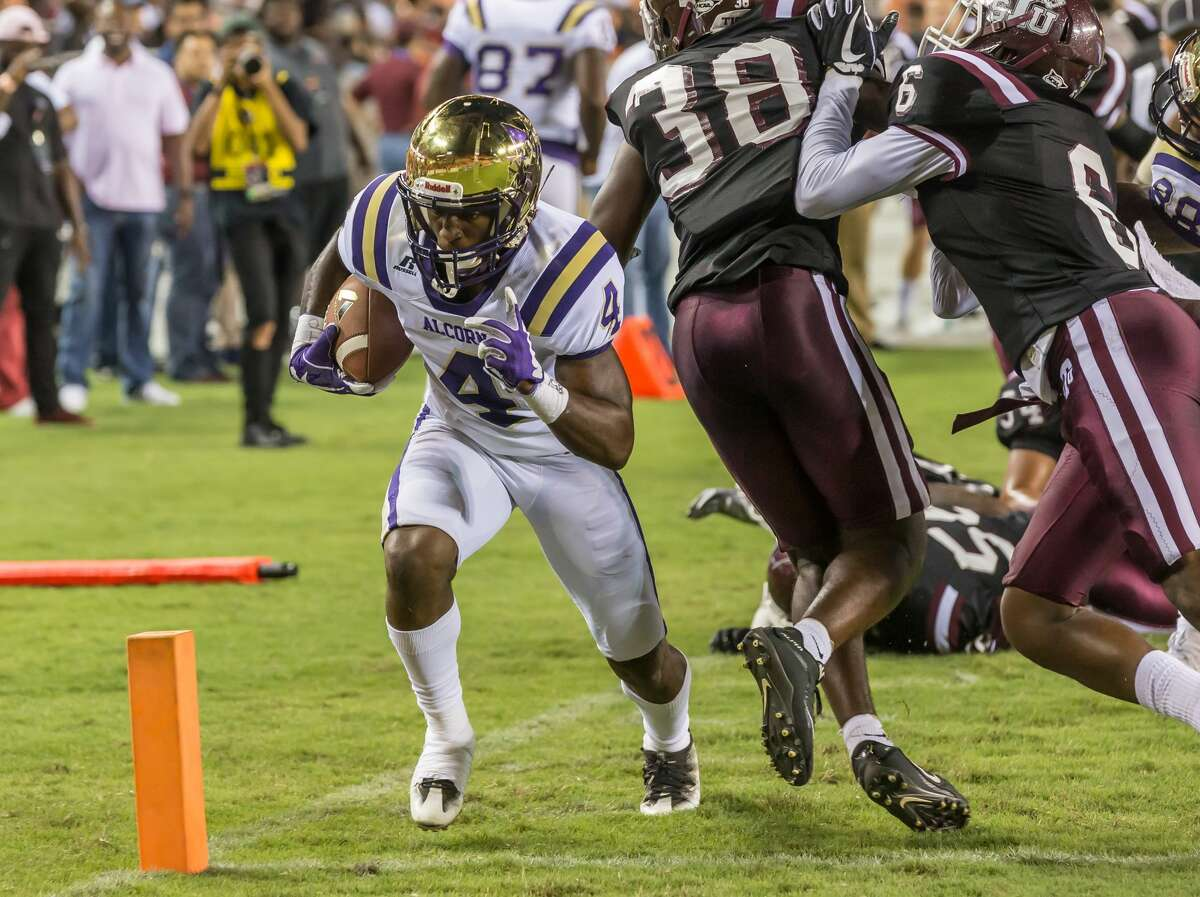 September 29, 2017: Alcorn State Braves running back P.J. Simmons (4) runs to the end zone on his way to making a touchdown in the first quarter of the college football game between the Alcorn State Braves and Texas Southern Tigers at BBVA Compass Stadium in Houston, Texas. (Leslie Plaza Johnson/Freelance