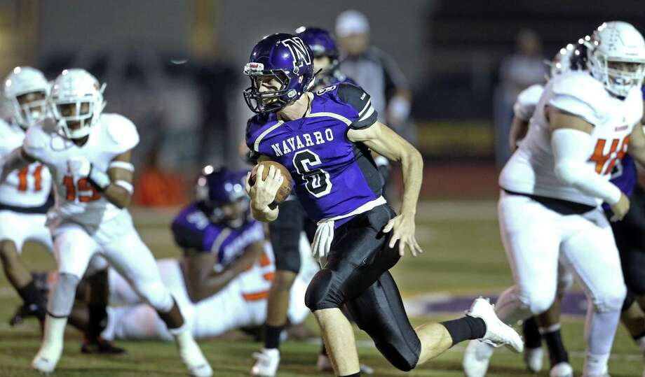 Navarro quarterback Will Eveld sprints into the open field on a touchdown run in the first half against Refugio on Friday night. Photo: Tom Reel /San Antonio Express-News / 2017 SAN ANTONIO EXPRESS-NEWS