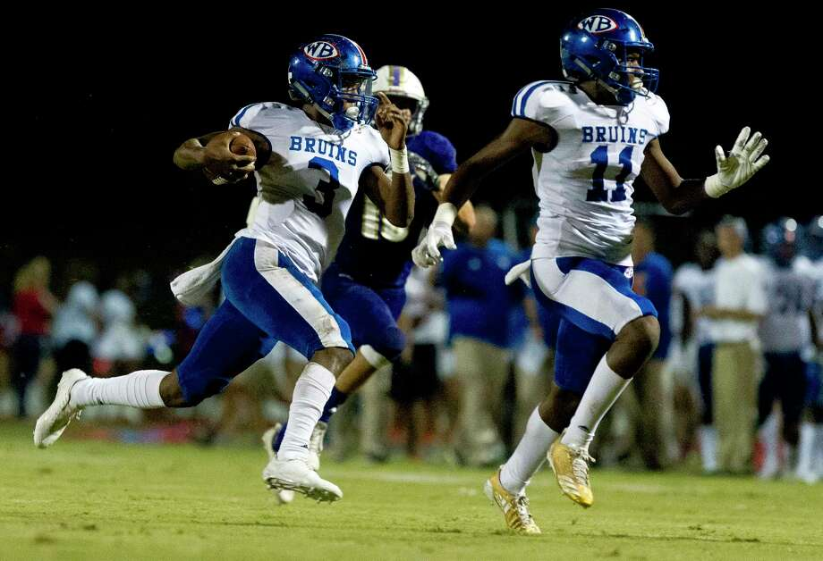 Beaumont West Brook quarterback La'Ravien Elia (3) runs for a 60-yard touchdown during the second quarter of a District 12-6A high school football game at Bear Stadium, Friday, Sept. 29, 2017, in Montgomery. Photo: Jason Fochtman, Staff Photographer / © 2017 Houston Chronicle
