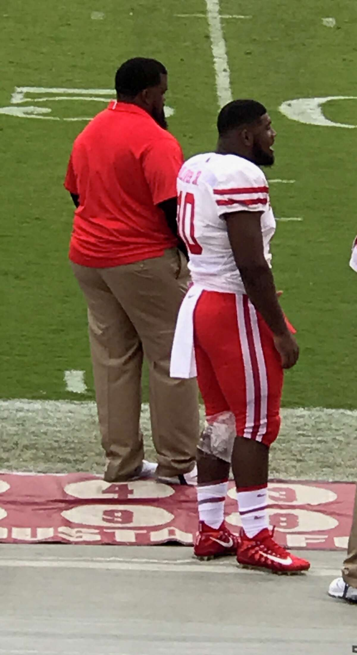 University of Houston defensive tackle Ed Oliver stands on the sideline with his left knee wrapped during Saturday's contest against Temple.