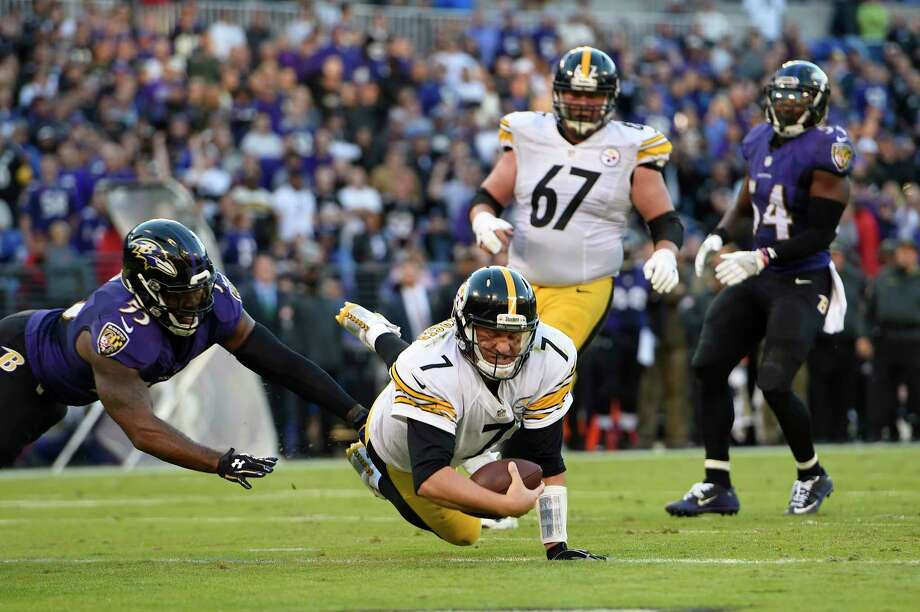 FILE - In this Nov. 6, 2016, file photo, Pittsburgh Steelers quarterback Ben Roethlisberger (7) dives past Baltimore Ravens outside linebacker Terrell Suggs, left, for a touchdown in the second half of an NFL football game in Baltimore. As early as it might be in the NFL schedule, several division games could be considered relatively critical in Week 4. That includes the best rivalry in the league, the Steelers against the Ravens. (AP Photo/Gail Burton, File) Photo: Gail Burton, FRE / FR4095 AP