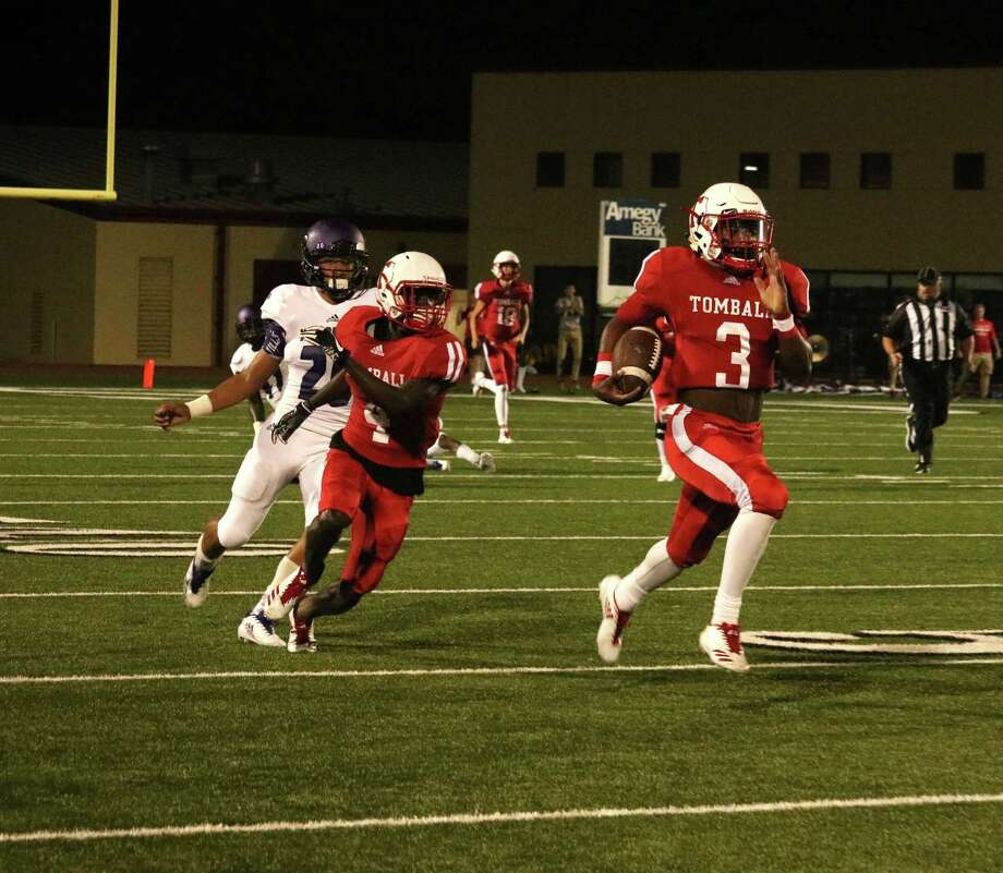 Tomball Football is 4-0 for the first time in a long time, and quarterback Tybo Taylor is a big part of why. Taylor averaged a mind-boggling 21 yards per carry through the first two games of the season, and he opened Friday's contest against Willis with an 84-yard touchdown rush. If he can continue at his prodigious pace, there is no telling what the Tomball Cougars might accomplish this year. Photo: Tony Gaines / HCN