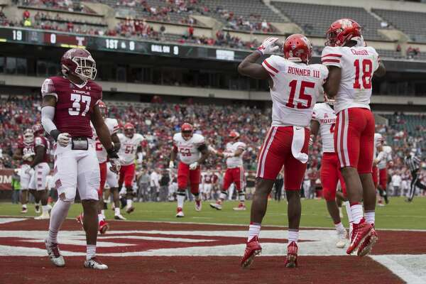 PHILADELPHIA, PA - SEPTEMBER 30: Linell Bonner #15 of the Houston Cougars celebrates with Keith Corbin #18 in front of Isaiah Graham-Mobley #37 of the Temple Owls after scoring a touchdown in the third quarter at Lincoln Financial Field on September 30, 2017 in Philadelphia, Pennsylvania. The Houston Cougars defeated the Temple Owls 20-13. (Photo by Mitchell Leff/Getty Images)