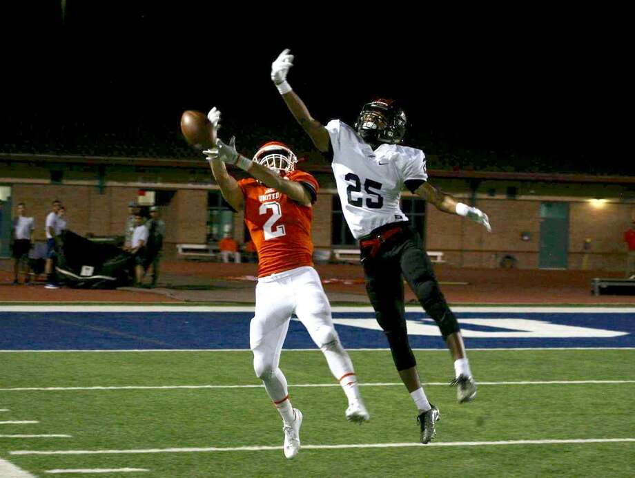 Junior Jorge Murillo had four catches for 41 yards Friday in United's 14-7 win at South San. Photo: Francisco Vera /Laredo Morning Times File