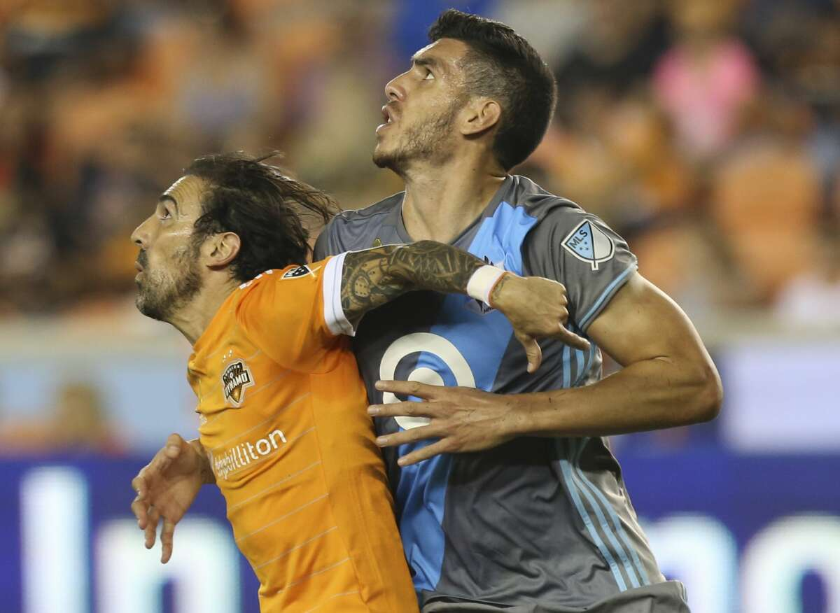 Houston Dynamo forward Vicente Sanchez (10) and Minnesota United defender Michael Boxall (25) battle for position during the second half of a Major League Soccer game at BBVA Compass Stadiuym Saturday, Sept. 30, 2017, in Houston. Houston Dynamo defeated Minnesota United 2-1. ( Yi-Chin Lee / Houston Chronicle )