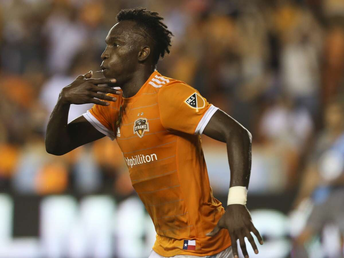 Houston Dynamo forward Alberth Elis (17) celebrates his goal during the second half of a Major League Soccer game against the Minnesota United at BBVA Compass Stadiuym Saturday, Sept. 30, 2017, in Houston. Houston Dynamo defeated Minnesota United 2-1. ( Yi-Chin Lee / Houston Chronicle )