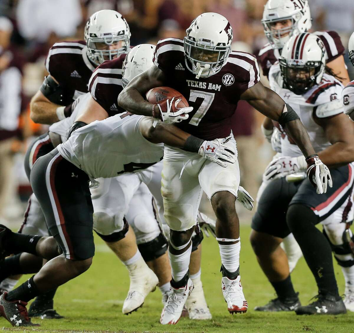 COLLEGE STATION, TX - SEPTEMBER 30: Keith Ford #7 of the Texas A&M Aggies rushes past Bryson Allen-Williams #4 of the South Carolina Gamecocks in the fourth quarter at Kyle Field on September 30, 2017 in College Station, Texas. (Photo by Bob Levey/Getty Images)