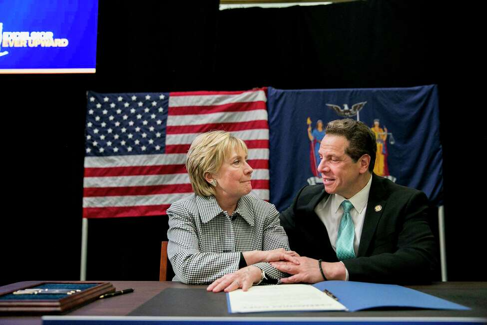 New York Gov. Andrew Cuomo and Hillary Clinton during a bill-signing event for the Excelsior Scholarship program, at LaGuardia Community College in New York, April 12, 2017. (Sam Hodgson/The New York Times) ORG XMIT: XNYT34