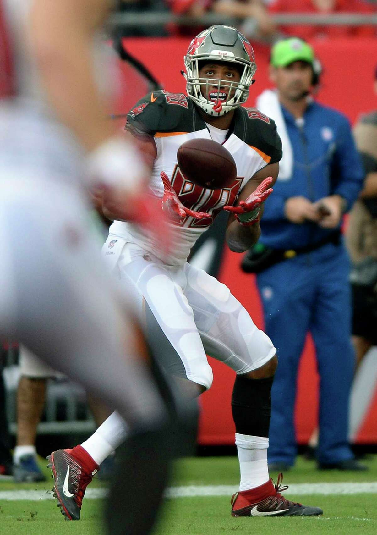 Tampa Bay Buccaneers tight end O.J. Howard (80) pulls in a 58-yard touchdown reception during the first quarter of an NFL football game against the New York Giants Sunday, Oct. 1, 2017, in Tampa, Fla. (AP Photo/Jason Behnken) ORG XMIT: TPS107