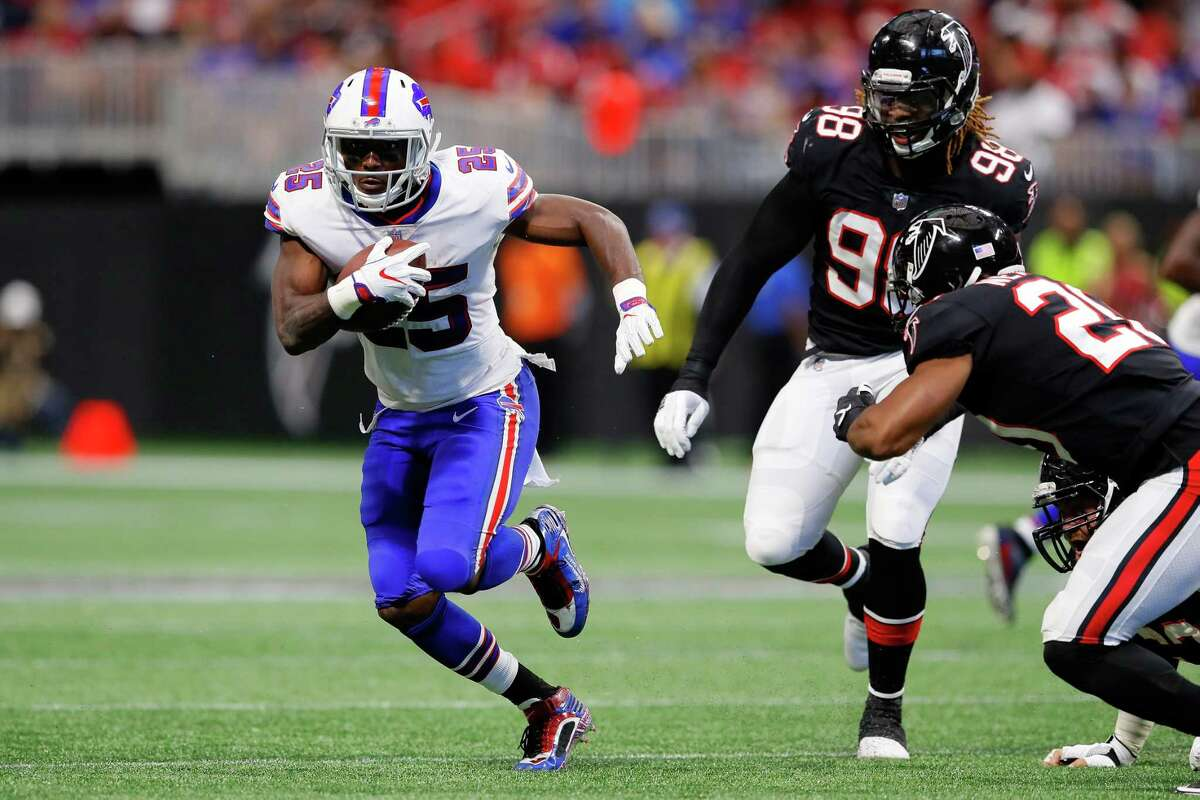 ATLANTA, GA - OCTOBER 01: LeSean McCoy #25 of the Buffalo Bills runs the ball during the second half against the Atlanta Falcons at Mercedes-Benz Stadium on October 1, 2017 in Atlanta, Georgia. (Photo by Kevin C. Cox/Getty Images) ORG XMIT: 700070646