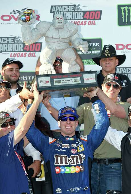 Kyle Busch transforms into a winner in Victory Lane at Dover International. Photo: Nick Wass, FRE / FR67404 AP