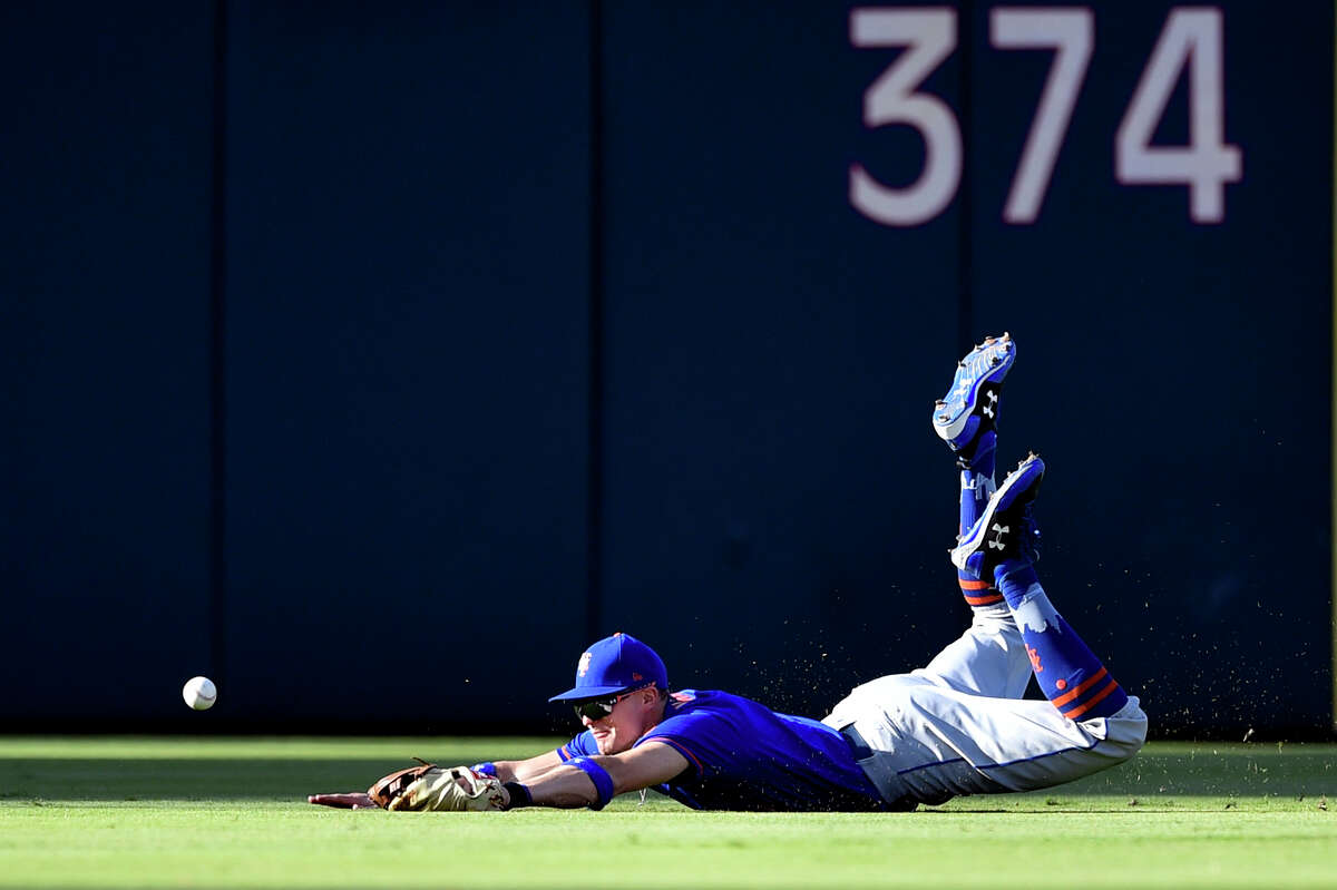 New York Mets' Brandon Nimmo dives but is unable to make a catch on a ball hit by Philadelphia Phillies' J.P. Crawford during the fourth inning of a baseball game, Sunday, Oct. 1, 2017, in Philadelphia. (AP Photo/Derik Hamilton) ORG XMIT: PXS108