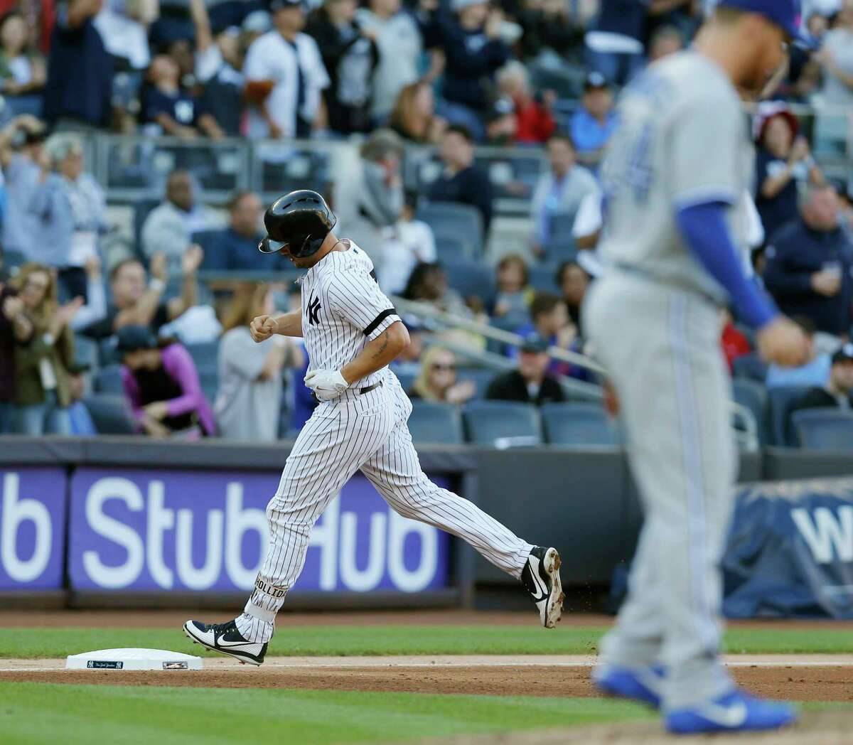 New York Yankees designated hitter Matt Holiday trots past Toronto Blue Jays relief pitcher Danny Barnes after hitting a solo home run during the seventh inning of a baseball game in New York, Sunday, Oct. 1, 2017. (AP Photo/Kathy Willens) ORG XMIT: NYY114