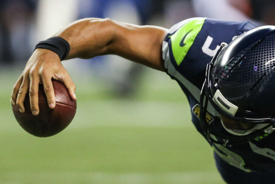 Seahawks quarterback Russell Wilson stretches for a touchdown during the second half against the Indianapolis Colts at CenturyLink Field on Saturday, Oct. 1, 2017. Photo: GRANT HINDSLEY, SEATTLEPI.COM / SEATTLEPI.COM