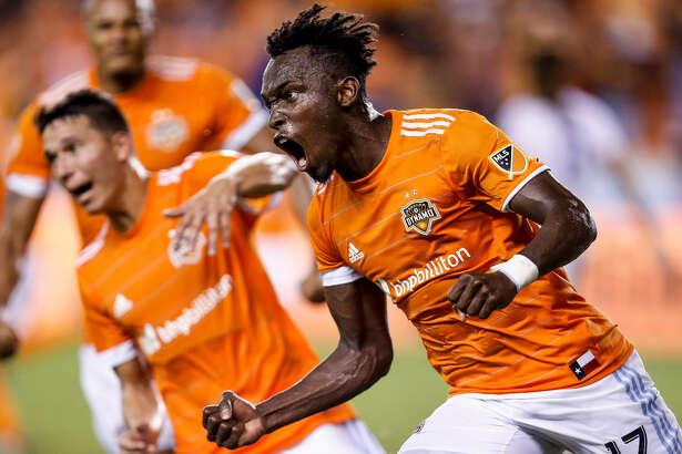 El delantero del Houston Dynamo Alberth Elis (17). ( Michael Ciaglo / Houston Chronicle)