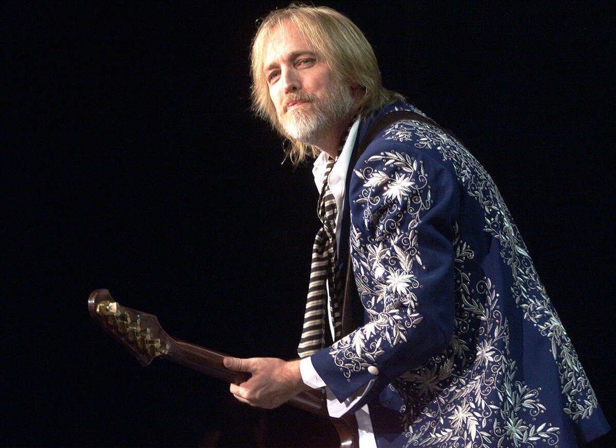 Tom Petty and the Heartbreakers opened the Verizon Amphitheater on May 19, 2001.