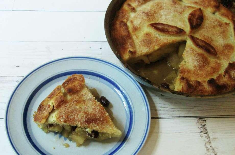 Skillet apple cranberry pie Photo: Sara Moulton, UGC / Sara Moulton