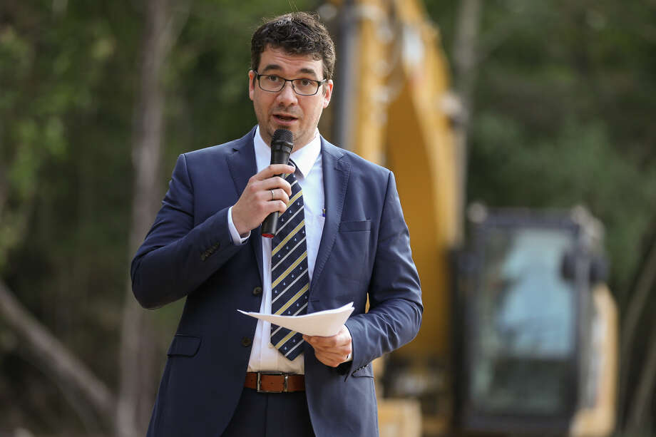 Bauer-Pileco General Manager Jochen Grundmann speaks during the groundbreaking ceremony on Monday at the new Bauer-Pileco site in Conroe. Photo: Michael Minasi, Staff Photographer / © 2017 Houston Chronicle