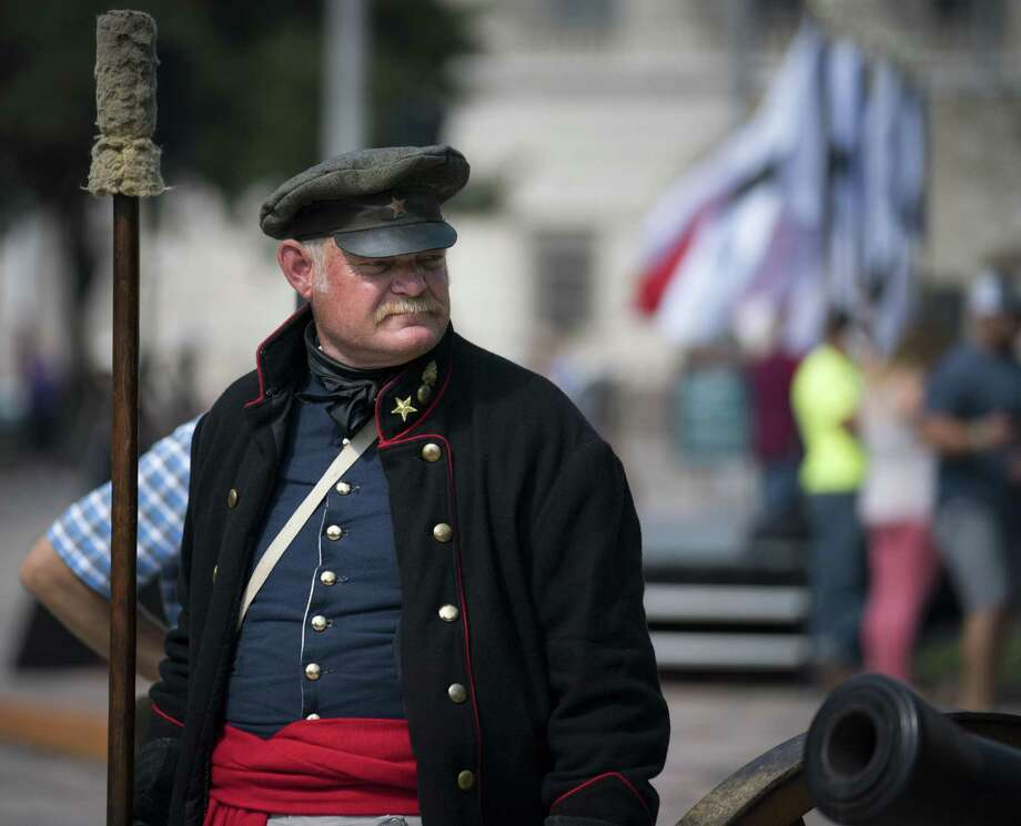 Alamo living historian George Rollow stands by a three-pound cannon during the conclusion of Cannon Fest, Monday, Oct. 2, 2017, at the Alamo in San Antonio. (Darren Abate/For the Express-News) Photo: Darren Abate, FRE