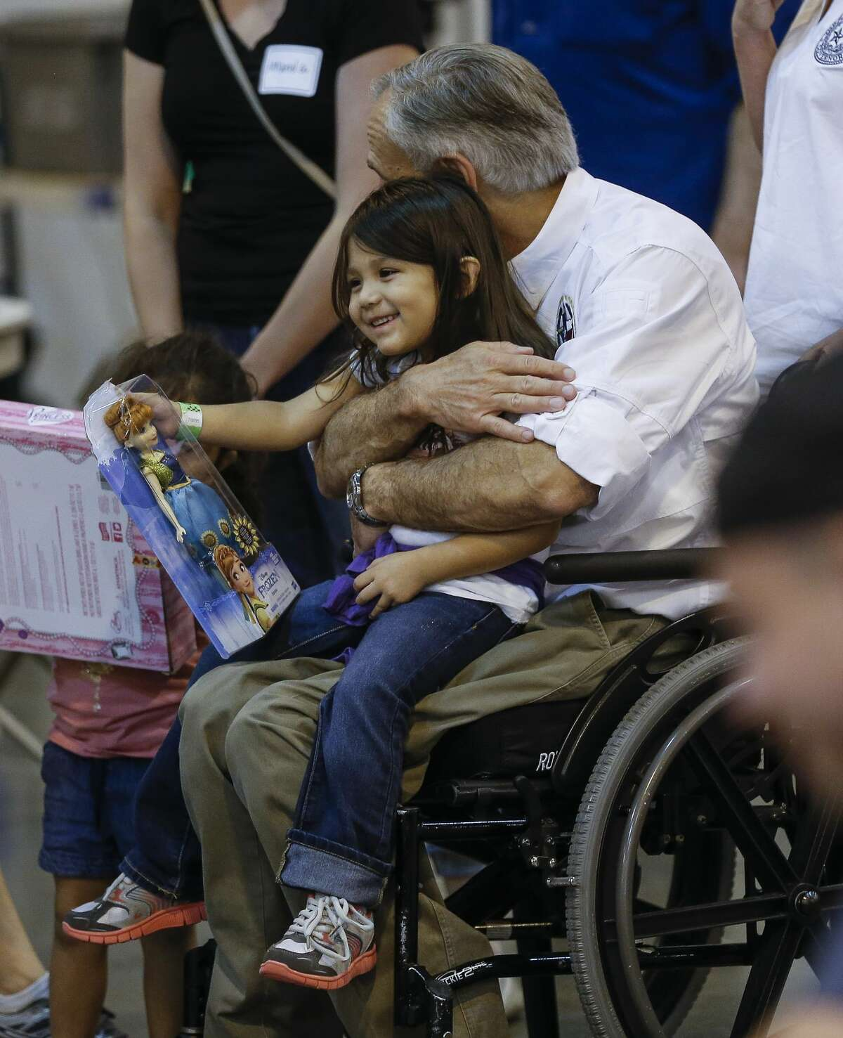 Texas governor Greg Abbott hugs a child while visiting Tropical Storm Harvey evacuees at NRG Center in Houston Saturday, Sept. 2, 2017. ( Michael Ciaglo / Houston Chronicle)