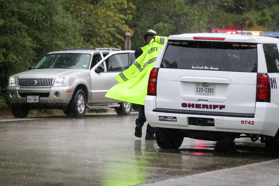 Conroe police officers and Montgomery County Sheriff's deputies search for a suspect who fled on foot after law enforcement responded to a disturbance on Tuesday, Oct. 3, 2017, near State Highway 242 and FM 1488 in Conroe. Photo: Michael Minasi, Staff Photographer / © 2017 Houston Chronicle