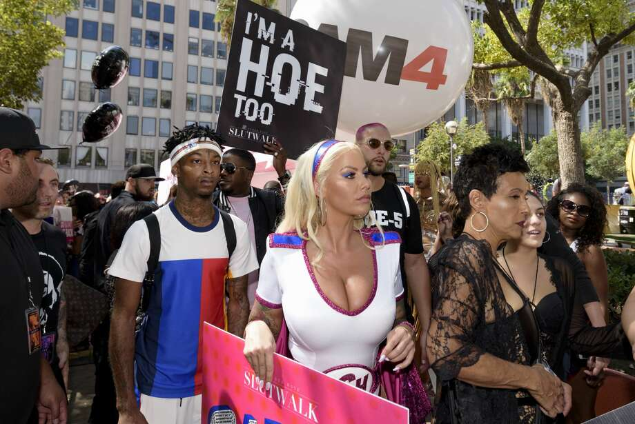 Rapper 21 Savage and model Amber Rose clapped back at people who were hating on Savage for attending Rose's third annual Slutwalk in Los Angeles. Photo: NurPhoto/NurPhoto Via Getty Images