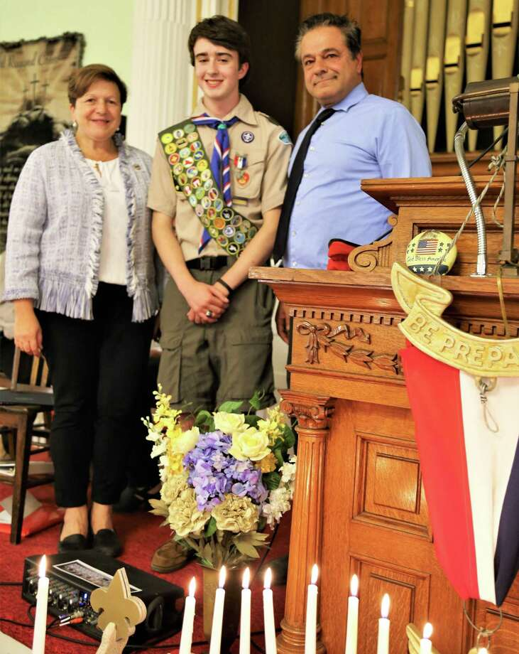 Left to right, Derby Mayor Anita Dugatto, Eagle Scout Jason Edwards and Ansonia Mayor David Casetti Photo: Randy Ritter / Troop 3