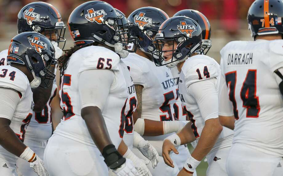 UTSA Roadrunners quarterback Dalton Sturm (14) huddles with the offense during first half action against the Texas State Bobcats on Sept. 23, 2017 at Bobcat Stadium in San Marcos. Photo: Edward A. Ornelas /San Antonio Express-News / © 2017 San Antonio Express-News