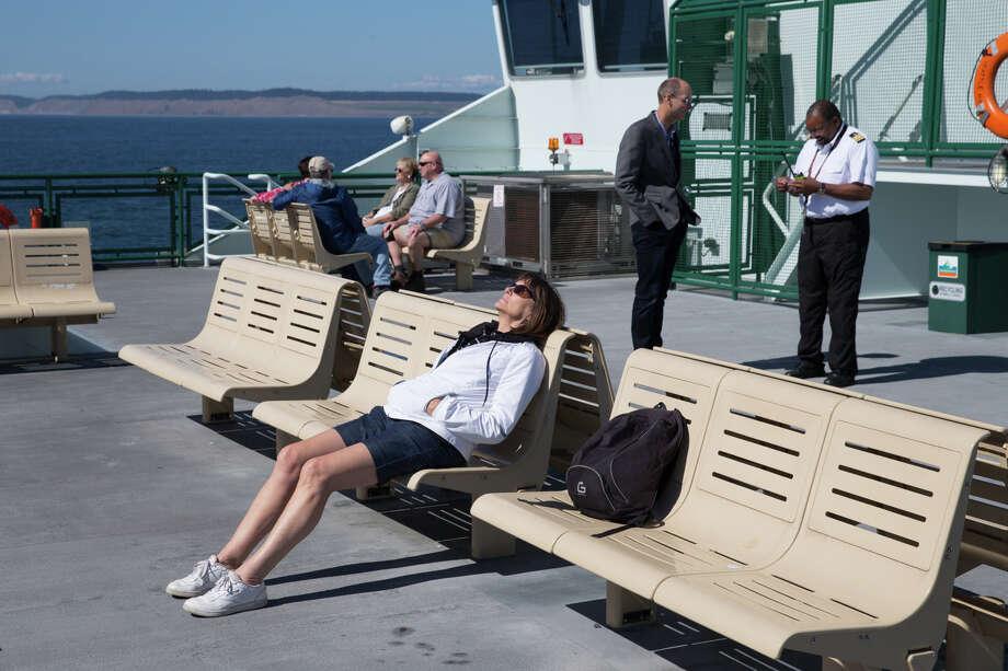A passenger enjoys a blast of sunshine aboard the Coupeville to Port Townsend ferry on Aug. 31, 2017. Photo: GRANT HINDSLEY, SEATTLEPI.COM / SEATTLEPI.COM