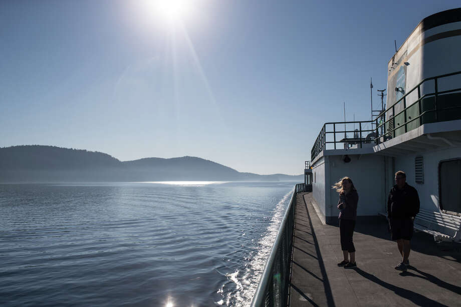 Passengers check out views of the San Juan Islands from the Hyak navigating the Anacortes-Friday Harbor Washington state ferry route through the San Juan Islands on Sept. 28, 2017. Photo: GRANT HINDSLEY, SEATTLEPI.COM / SEATTLEPI.COM