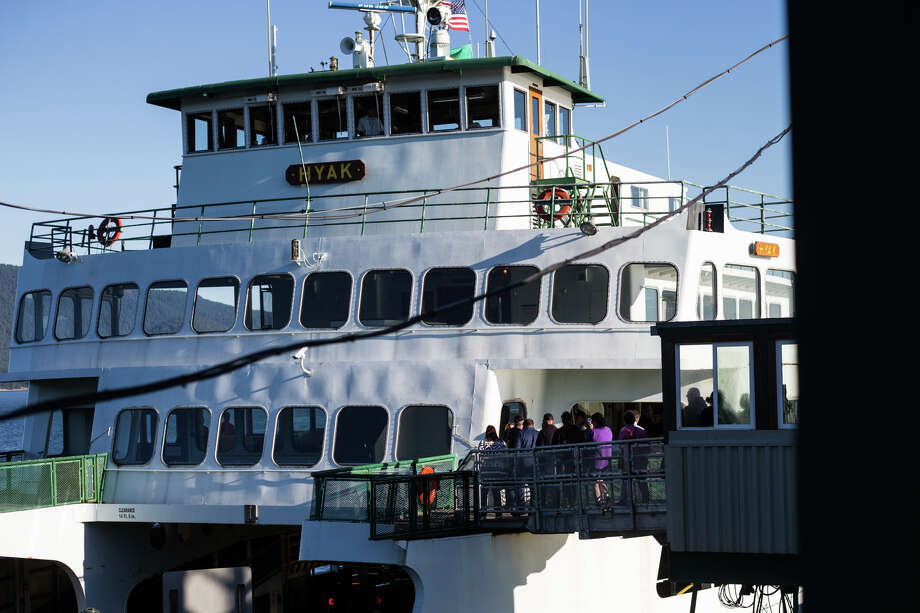 Passengers board the Hyak for the Anacortes-Friday Harbor Washington state ferry route through the San Juan Islands on Sept. 28, 2017. Photo: GRANT HINDSLEY, SEATTLEPI.COM / SEATTLEPI.COM