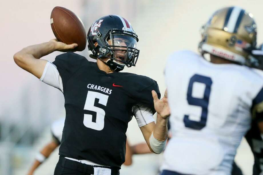 Churchill's Derek Perez looks to pass during the first half of their non-district game against O'Connor at Comalander Stadium on Sept. 7, 2017. Photo: Marvin Pfeiffer /San Antonio Express-News