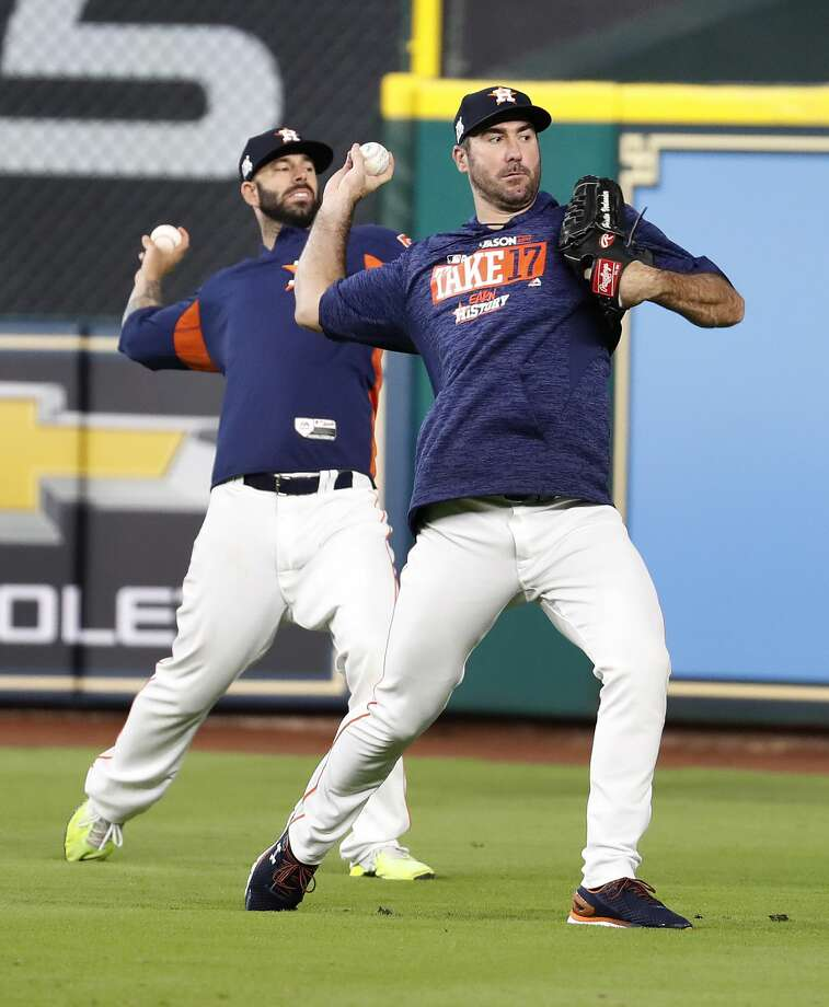 Houston Astros starting pitcher Justin Verlander throws during batting practice at Minute Maid Park, Wednesday, Oct. 4, 2017, in Houston, as they prepare to take on the Boston Red Sox in the ALDS playoffs.   ( Karen Warren / Houston Chronicle ) Photo: Karen Warren/Houston Chronicle
