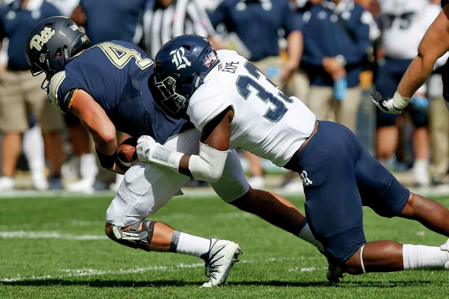 Wrapping up will be key Rice linebacker Anthony Ekpe and his Owls defensive mates against Army. Photo: Keith Srakocic, STF / Copyright 2017 The Associated Press. All rights reserved.
