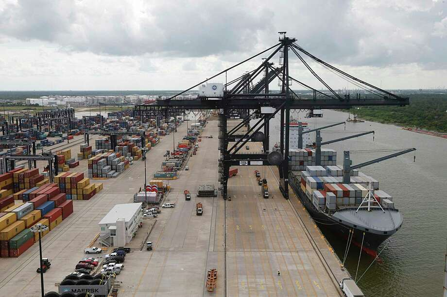 A crane at the Port of Houston Authority, Bayport Container Terminal unloads the SEALAND LOS ANGELES on June 22, 2016. Photo: James Nielsen, Staff / © 2016  Houston Chronicle