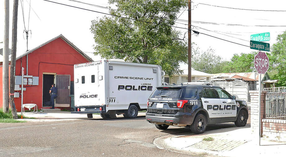 Laredo Police investigate a home at the 2300 block of Zaragoza Street, Wednesday, October 4, 2017. According to authorities, a 26-year-old male was found unresponsive. He later died. Police found guns, money. Detected strong odor of marijuana. Authorities also found two children and an infant. Photo: Cuate Santos/Laredo Morning Times
