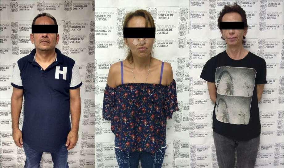 Autoridades mexicanas arrestaron a dos hombres y una mujer tras descubrir cocaína, crack y 38.000 pesos a bordo de un vehículo. Photo: Foto De Cortesía