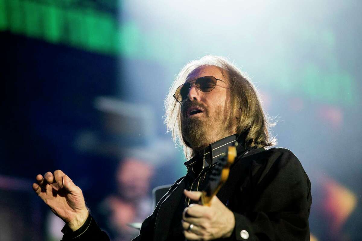 Tom Petty and the Heartbreakers perform at Wrigley Field Thursday, June 29, 2017 in Chicago. (Armando L. Sanchez/Chicago Tribune/TNS)