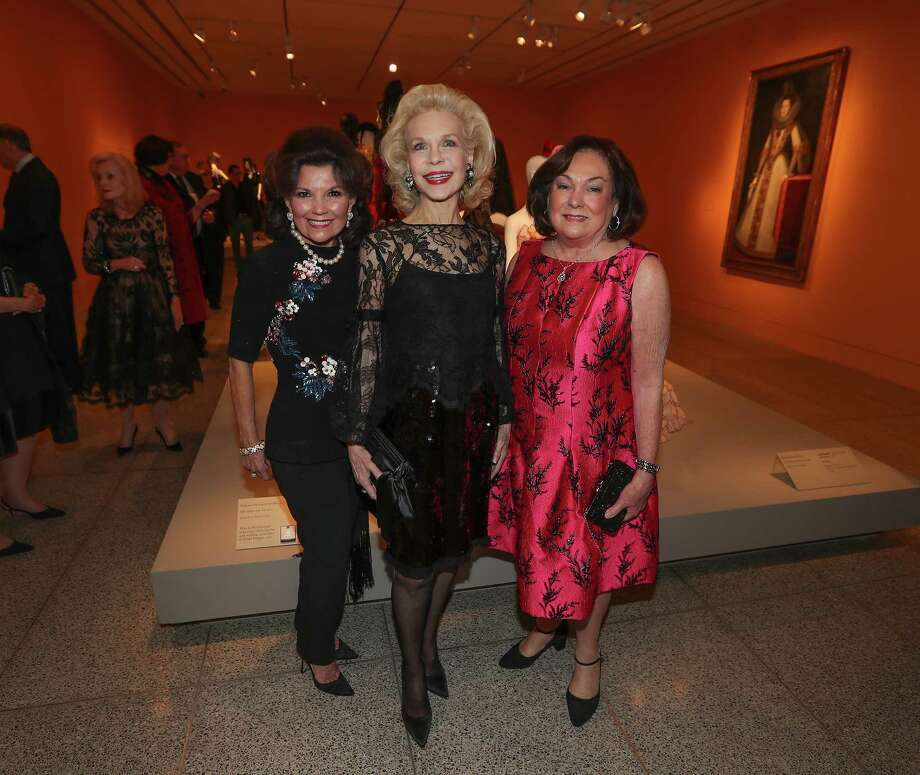 "Linda McReynolds, Lynn Wyatt and Rosanette Cullen at the Museum of Fine Arts, Houston exhibition ""The Glamour and Romance of Oscar de la Renta,"" Wednesday, Oct. 4, 2017, in Houston. Photo: Steve Gonzales, Houston Chronicle / © 2017 Houston Chronicle"