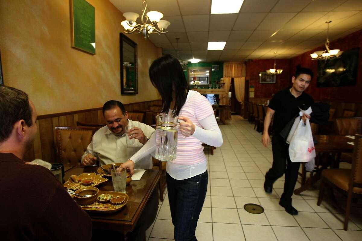 Nick Stathakos (left) and Jason Adamek (far left) having lunch at Bang San Thai Cuisine in San Francisco, Calif., on Tuesday, March 25, 2008. Photo by Liz Hafalia / San Francisco Chronicle