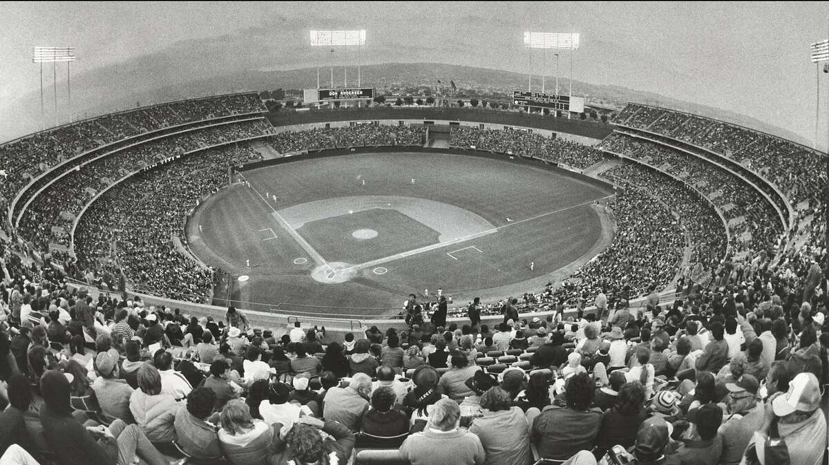 Insight08_colisuem.jpg 1985 - Sell-out crowd for A's-Yankees game at Oakland Coliseum. Fred Larson/credit}
