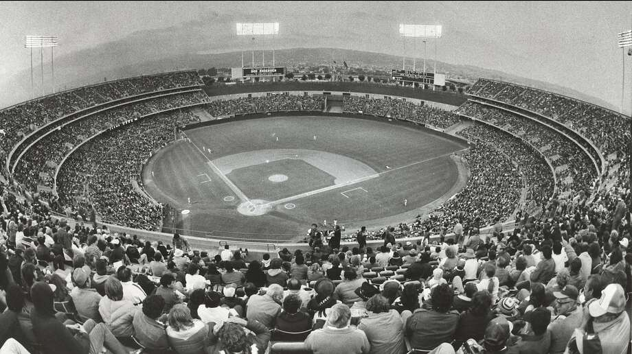 Insight08_colisuem.jpg  1985 - Sell-out crowd for A's-Yankees game at Oakland Coliseum.  Fred Larson/credit} Photo: Fred Larson, Chronicle File