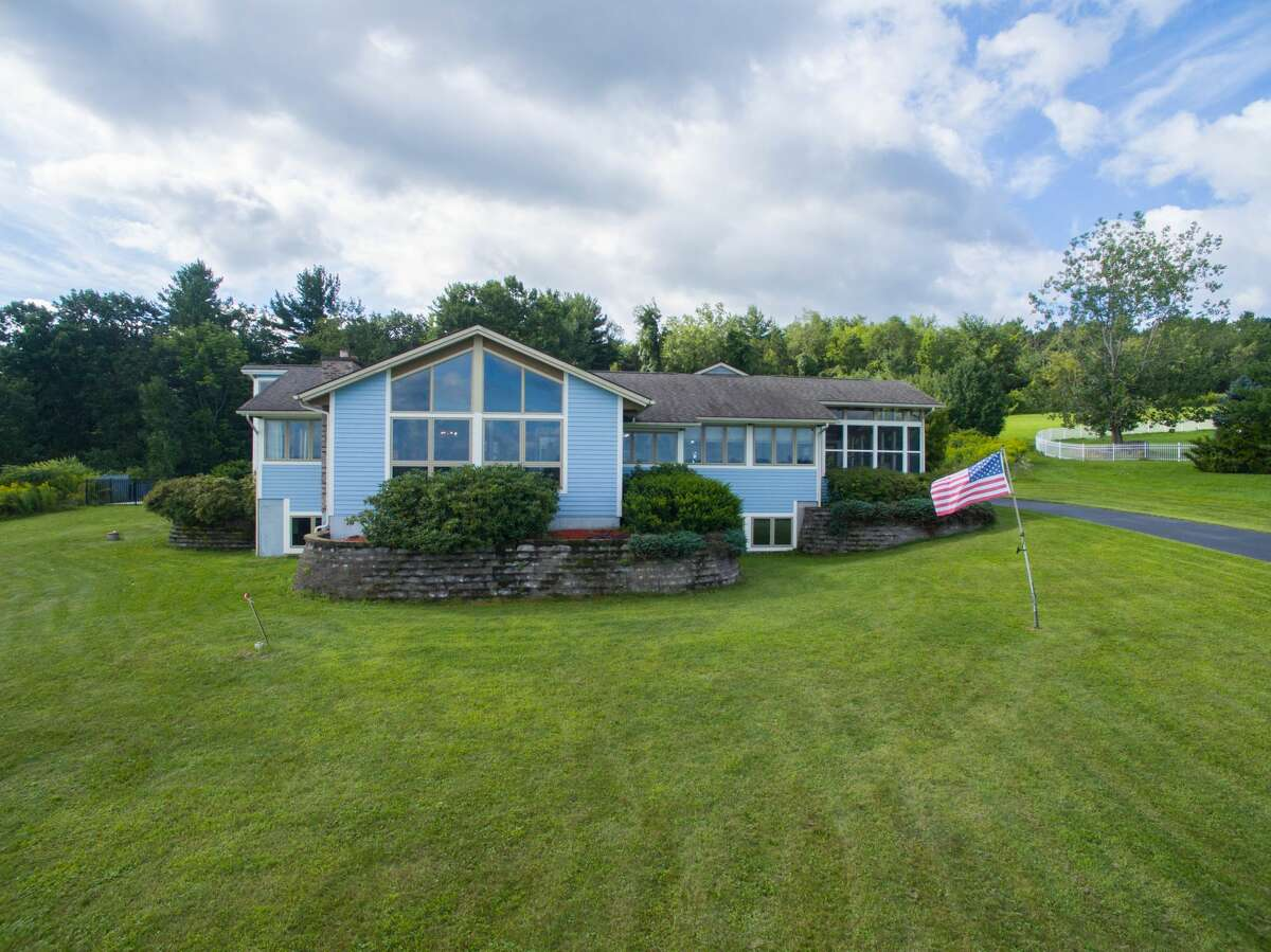 House of the Week: 112 Meadows Drive, Brunswick | Realtor: Lisa Hendler of Berkshire Hathaway HomeServices Blake | Discuss: Talk about this house