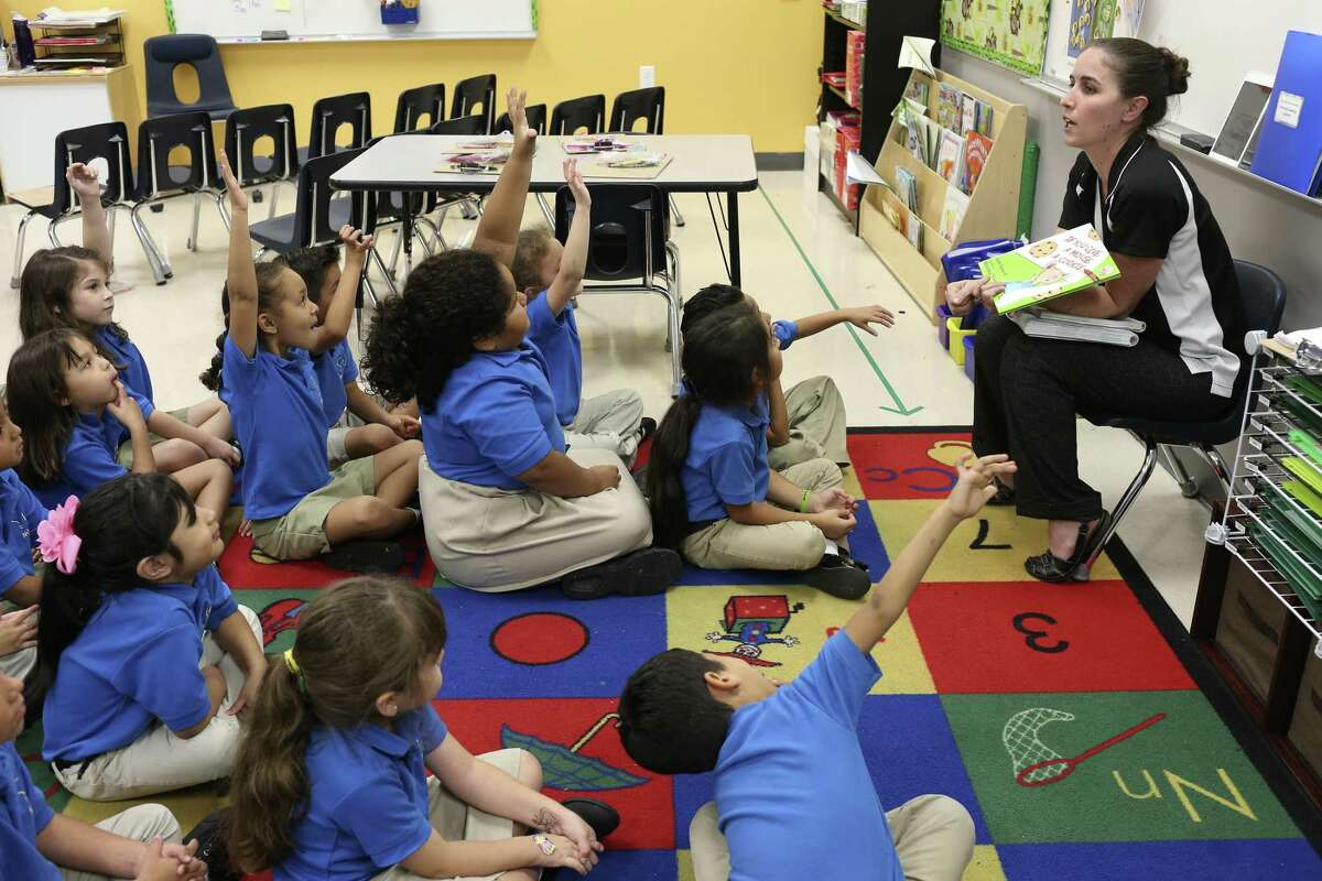 Kindergarten teacher Lauren Garcia teaches a English lesson at IDEA Monterrey Park on the city's West Side, Thursday, Oct. 5, 2017. IDEA Public Schools received a $67 million grant from the U.S. Department of Education that will allow it to expand.