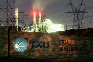 The TXU Monticello Steam Electric Station power plant near Mt. Pleasant, Texas February 26, 2007. TXU Corp.'s plans to scrap the construction for several new coal-fired power plants represents a dramatic shift in the battle against global warming but falls short of proving the company had turned over a new, greener leaf, environmentalists said on Monday. REUTERS/Mike Stone (UNITED STATES)