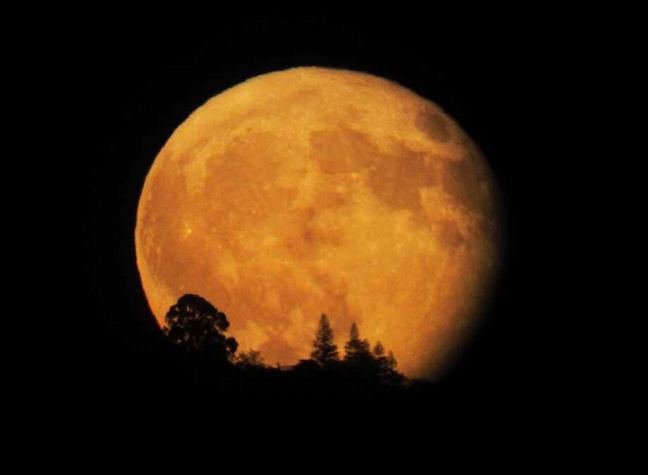 Stuart Gibson took a photo of the harvest moon as it rose above the El Dorado Hills through a telescope in Orangeville, California on October 5, 2017. Photo: Stuart Gibson