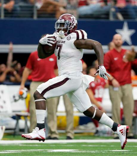 Texas A&M running back Keith Ford (7) sprints for the end zone during an NCAA college football game against Arkansas on Saturday, Sept. 23, 2017, in Arlington, Texas. Photo: Tony Gutierrez /AP Photo