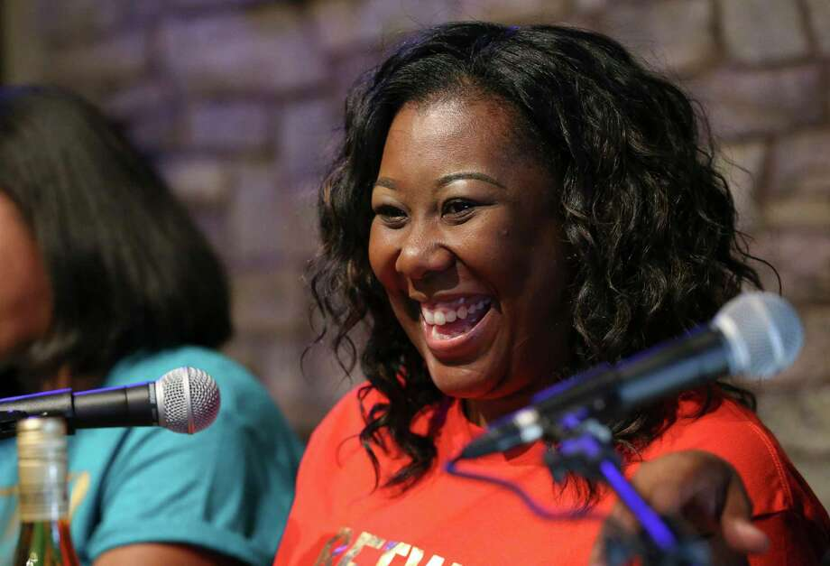 Between Us Girls podcast co-host Danielle Jones laughs during a live recording at Darwin's Pub in 2017 in Houston. Photo: Yi-Chin Lee, Houston Chronicle / © 2017  Houston Chronicle