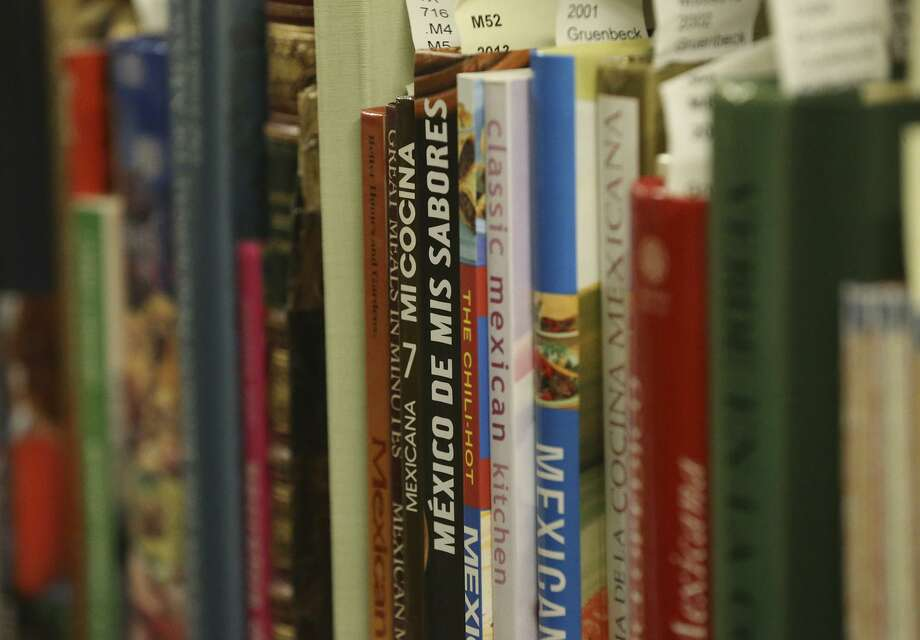 All city public libraries and senior centers are closed through March 22. Photo: Staff File Photo / ©John Davenport/San Antonio Express-News
